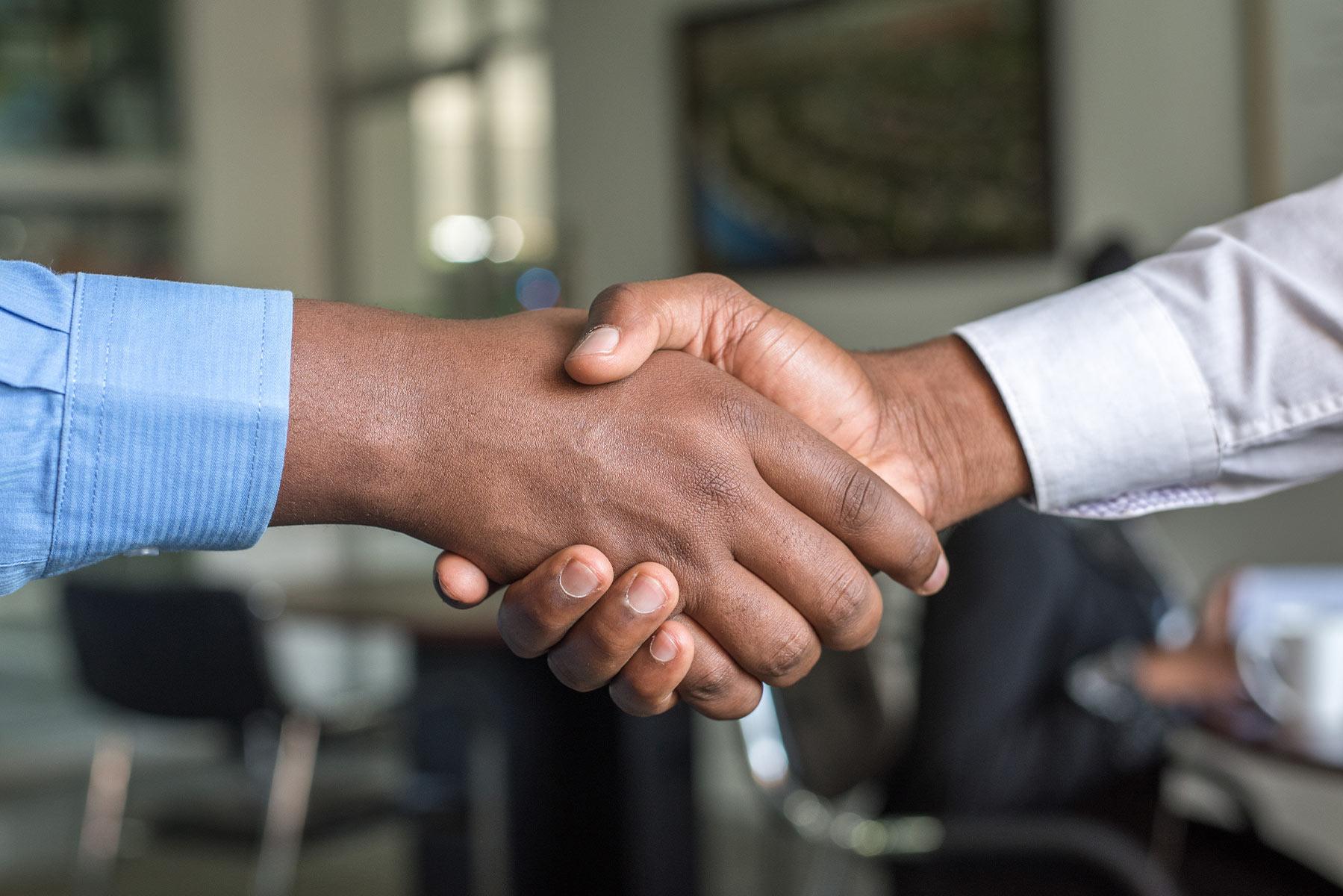 Como as empresas podem equilibrar impacto social com seus objetivos financeiros